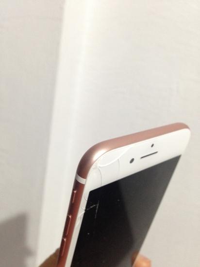 全台首起! 她的i7購入未達24hr螢幕摔裂 | 原po表示,這支i7是從蘋果網站買的。