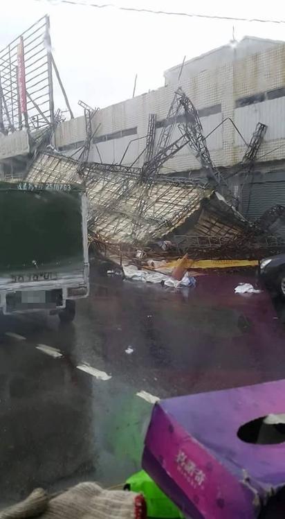 台南狂風招牌毀傷人 網友諷:市長棒棒! |