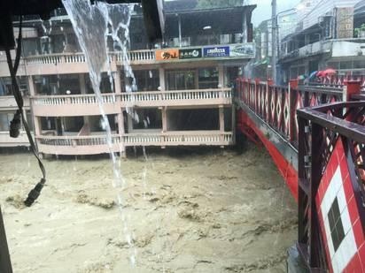 【圖】溪水暴漲加土石流 烏來道路又斷! | 烏來山區溪水暴漲。