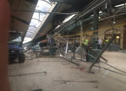 【圖】紐澤西火車猛撞車站 釀3死75傷! | (翻攝網路)