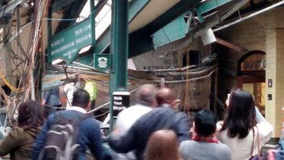 【圖】紐澤西火車猛撞車站 釀3死75傷! |