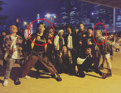 復合?! 謝欣穎和前男友遊香港被爆牽手 | 謝欣穎、梁士華和友人在街頭合照。