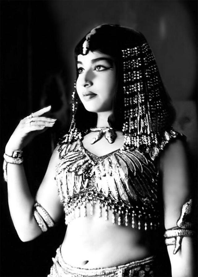 印度鐵娘子賈亞拉莉塔曾當過演員,圖為劇照。(翻攝推特)