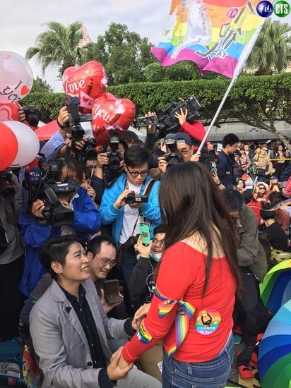 【影】凱道25萬人挺同婚 主辦:26日立院再見 |