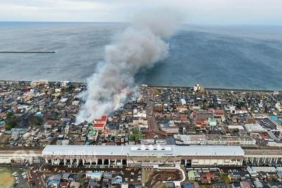 【影】日新潟大火狂燒7小時! 民驚:像空襲 |