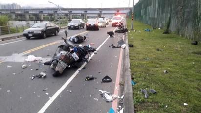 新莊越堤道追撞車禍 5人受傷其中1人命危   (翻攝畫面)