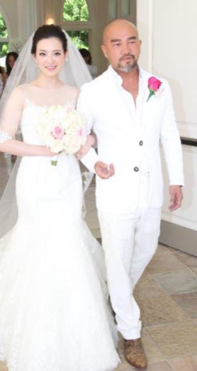 3年前辛龍和劉真在夏威夷結婚。翻攝畫面。