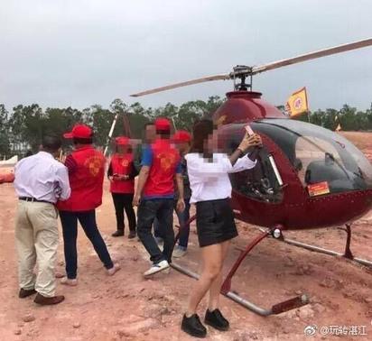 霸氣! 大陸土豪開大紅直升機掃墓 | 親友爭相拍照。