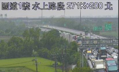 【華視最前線】國一水上段化學槽車翻覆 北上路段封閉 | 該路段封閉車輛回堵中。