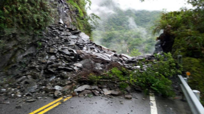 中橫公路116.8公里坍方 道路雙向中斷搶通中   土石坍方,道路中斷。