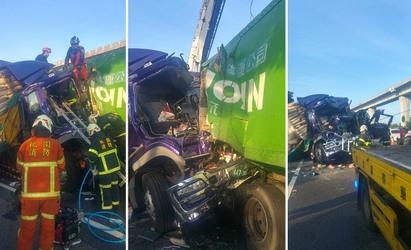 國道一號3車追撞2死 中壢幼獅段堵塞   聯結車車頭全毀。