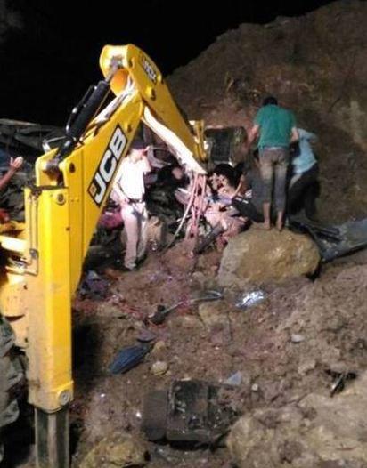印度嚴重土石流 2巴士遭活埋46死 |