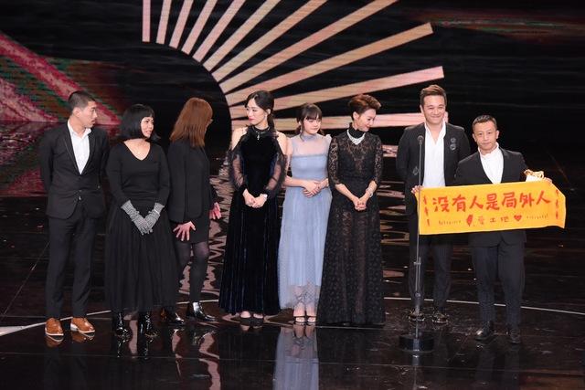 最佳劇情片《血觀音》楊雅喆、總製片劉蔚然。(金馬執委會提供)