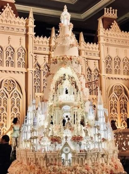 【影】超華麗! 巨大城堡蛋糕亮相 高度逾5公尺 | LeNovelle Cake蛋糕店的傑作(翻攝臉書LeNovelle Cake)