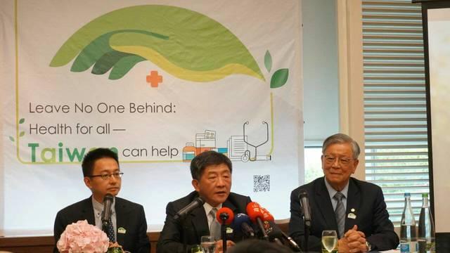 歐洲議會.議員支持台灣參與WHA 外交部:誠摯感謝   陳部長(中)、吳大使運東(右)及衛生福利部疾病管制署羅副署長一鈞(左)出席我WHA國際記者會。