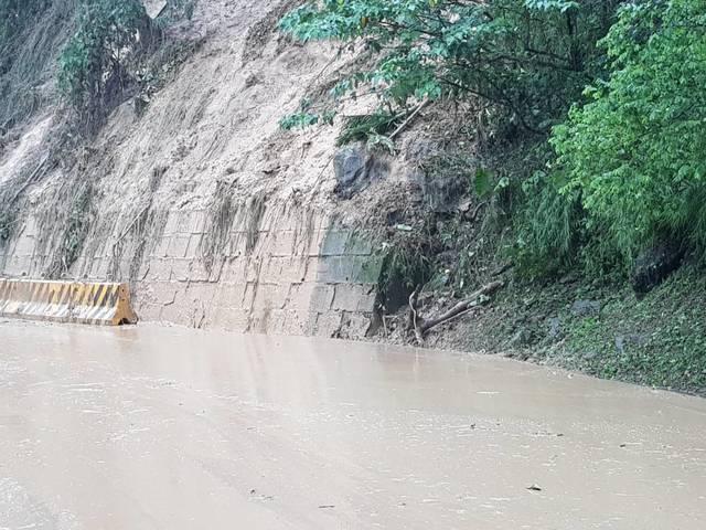 邊坡泥流災害影響 阿里山公路單向通車管制 | 交通部公路總局第五區養護工程處阿里山工務段提供