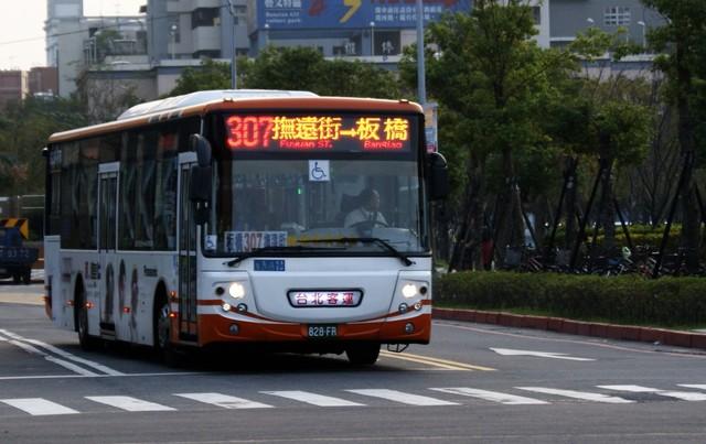 雙北公車今天下午3-6點加密班次,晚上6點視風力情況調整班次(資料照)
