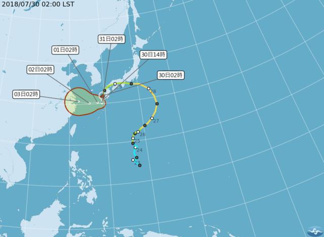 今明各地高溫恐飆36度 中南部防午後陣雨 | 雲雀颱風呈逆時針迴轉,侵襲日本。(氣象局提供)