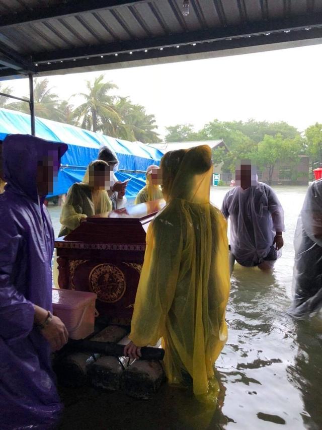 豪雨重創台南 民眾告別式被迫中斷 | 民眾告別式被迫中斷,非常無奈