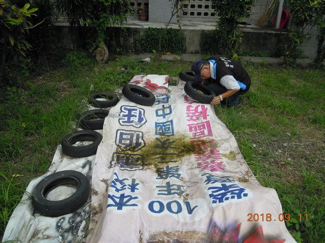 環保署防堵登革熱疫情 總動員3天告發18件 | 孳生源樣態(帆布及上方堆置廢輪胎)