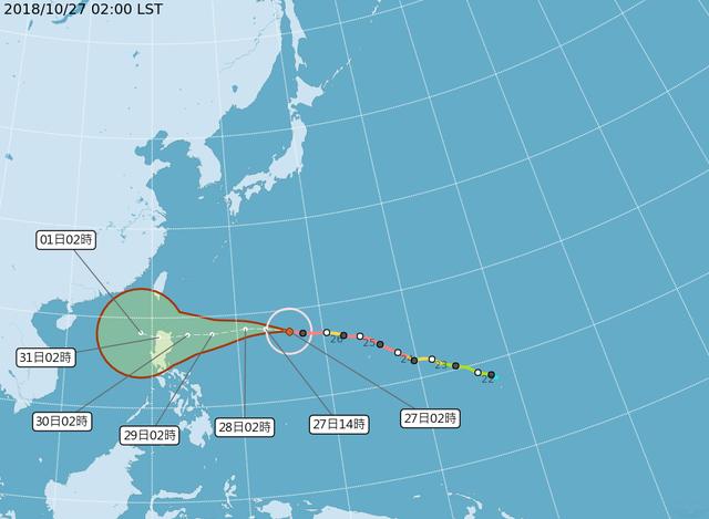 玉兔颱風目前位於台灣東南東方海面上,未來3天將持續朝呂宋島東方海面靠近。(氣象局提供)