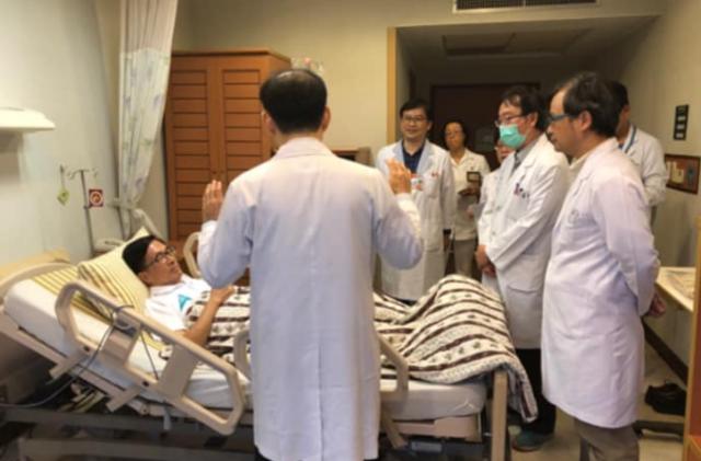 陳水扁今晚抱病挺兒 呼籲「別讓阿扁孤單」 | 前總統陳水扁因結石住院。(翻攝新勇哥物語臉書)