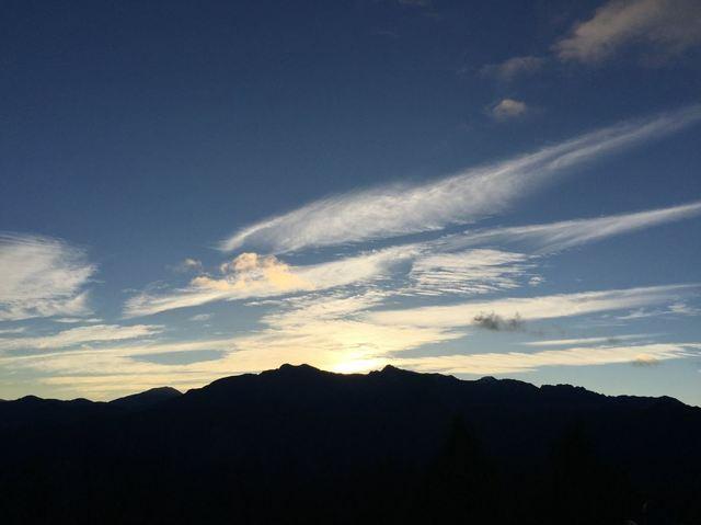 阿里山好熱門! 森林療癒體驗營被秒殺 | 阿里山的日出風光。翻攝自Facebook林務局-森活情報站