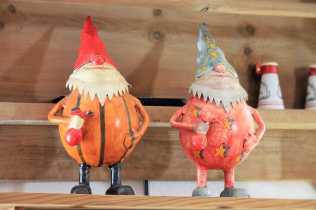 儀式後在當地奧地利傳統餐廳舉行婚宴,餐廳老闆非常貼心,特別放上兩個男生小矮人和兩隻公雞做裝飾品。(攝影:楊佳恬)