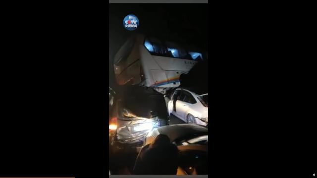 中國收假車潮連環撞 釀7死50傷 | (翻攝微博)