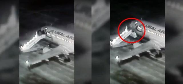 震驚!俄國登機梯秒崩塌 公司拒承擔賠償責任 | 登機梯突然崩塌,每位乘客受到驚嚇,其中一名男子還摔斷了腿。(翻攝Youtube)