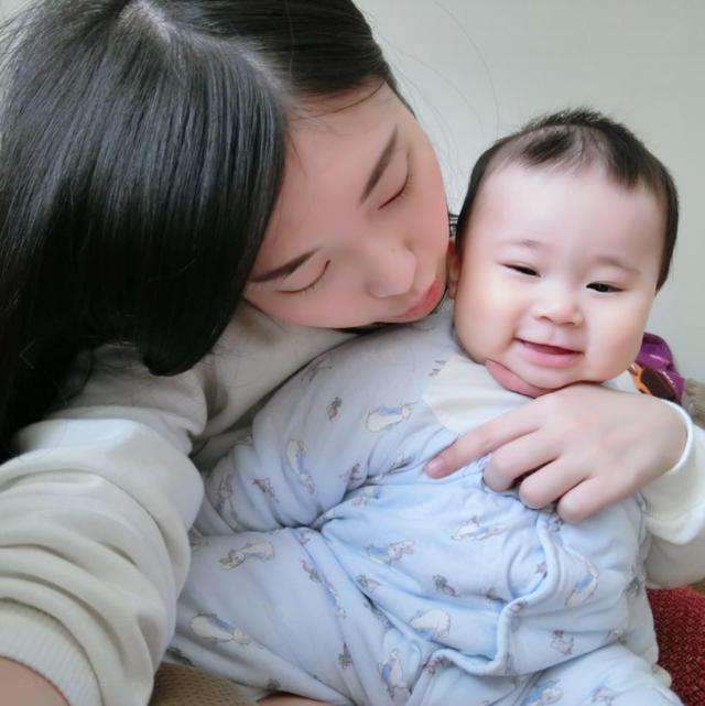 謝薇安號稱身材最好的「最強奶媽」。(圖/謝薇安FB)