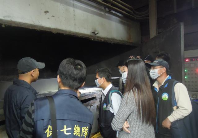 李秀玲檢察官勘驗戴奧辛吸附塔活性碳添加不足情形