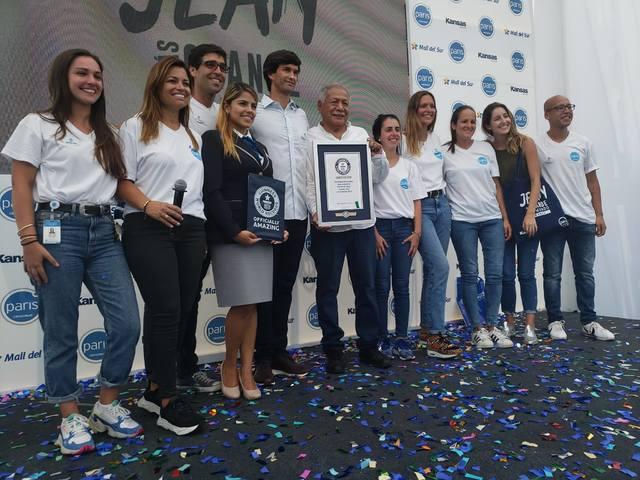 22層樓高的牛仔褲破金氏世界紀錄。(圖/Mall del Sur Facebook)