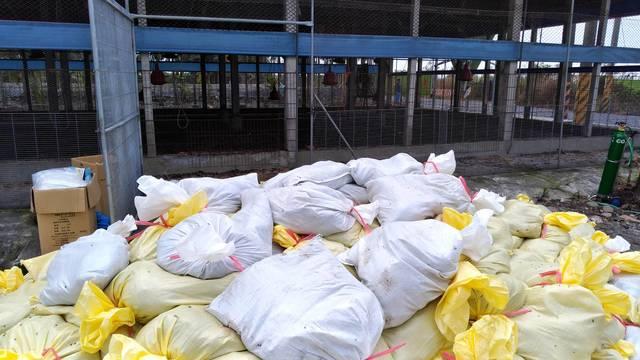 屏縣爆H5N2亞型禽流感 近3.2萬土雞全撲殺 | 屏東土雞場確診H5N2禽流感,防疫所進行撲殺。(屏東縣政府)