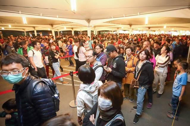 台灣燈會再創紀錄 169萬人0點前疏運完畢 |