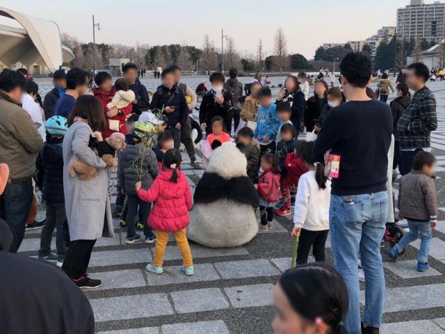 野生貓熊現身東京街頭 日本群眾暴動   貓熊街頭快閃引發民眾暴動 紛紛搶著拍照(翻攝自《SoraNews》)