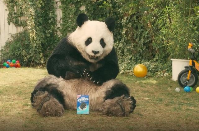 野生貓熊現身東京街頭 日本群眾暴動   原來這次快閃是Oreo公司推出的最新宣傳(翻攝自《SoraNews》)