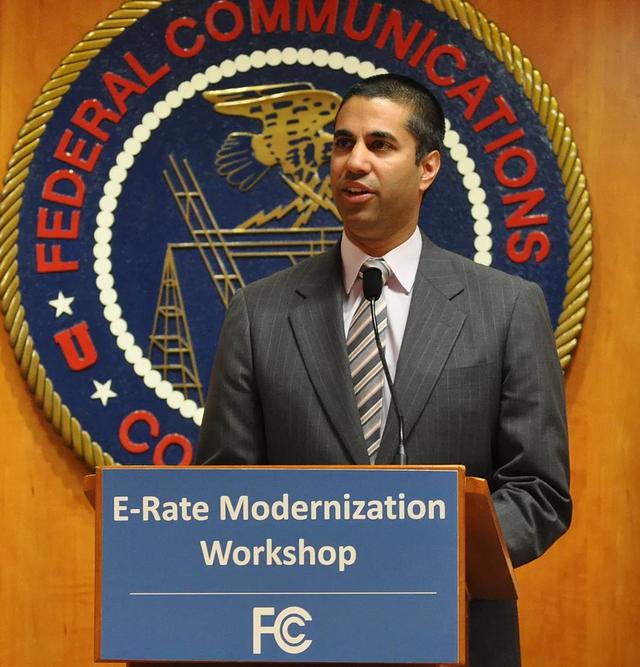 FCC目前的主委Ajit Pai,是川普總統於2017年1月所提名、國會通過任命,不過,Pai也曾於2012年接受前總統歐巴馬提名擔任FCC委員。圖片來源:Federal Communications Commission@flickr(PD)