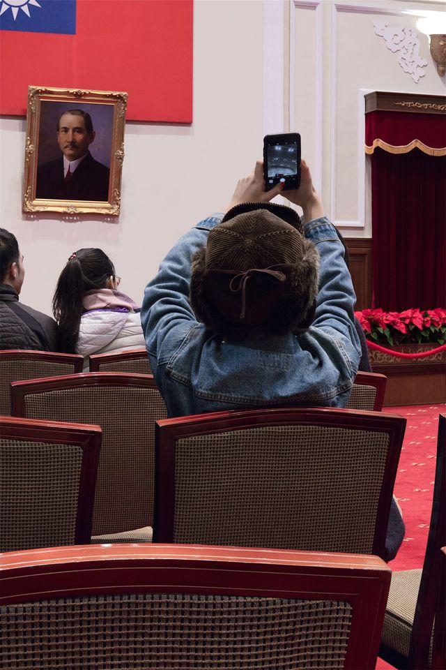 專業組第一名《持攝影機的人》