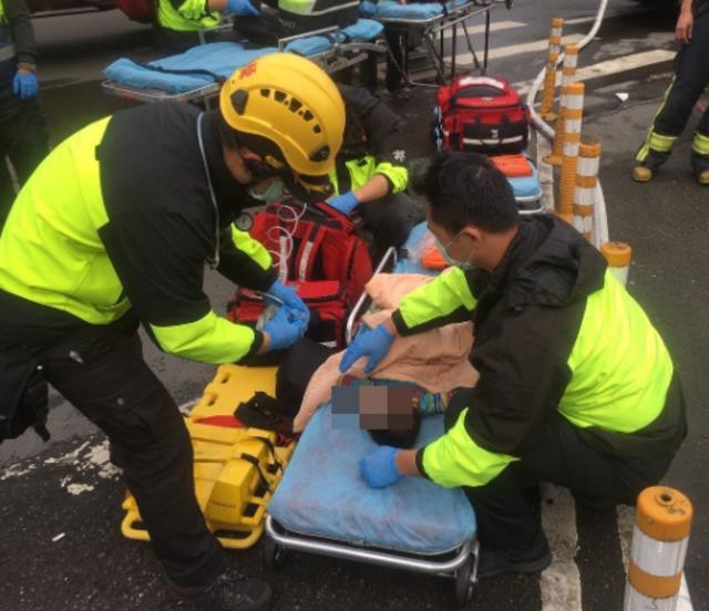 板橋南雅西路公寓火警 救出13人、9送醫 |