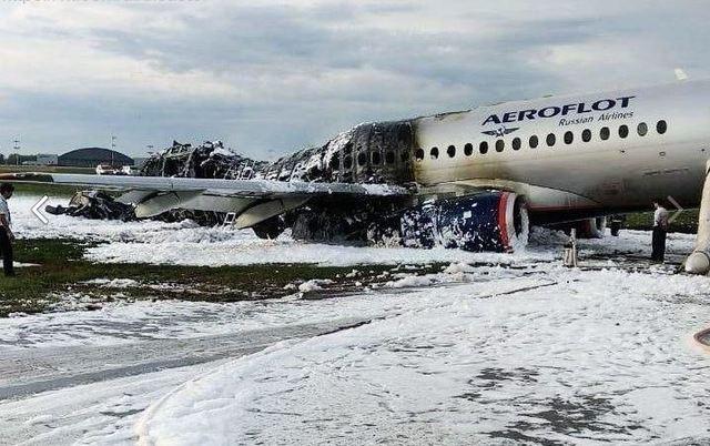 事故飛機後部完全燒毀。(圖/翻攝自VK@aircrash)