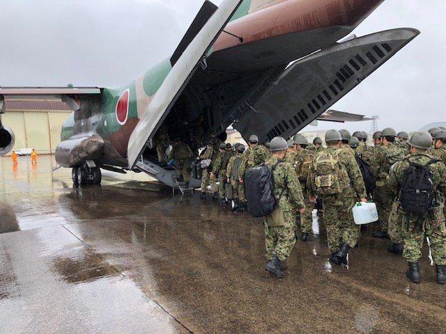 日本小島遭暴雨侵襲 300人困山上自衞隊營救 | 鹿兒島縣政府請求陸上自衛隊及海上保安廳救援(翻攝推特)