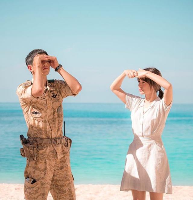 雙宋婚變真相!宋仲基這舉動網暴動 | 宋仲基與宋慧喬因《太陽的後裔》結緣。(翻攝自宋慧喬Instagram)