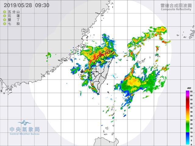 目前鋒面正通過北部,預計中午抵達中部。(氣象局提供)