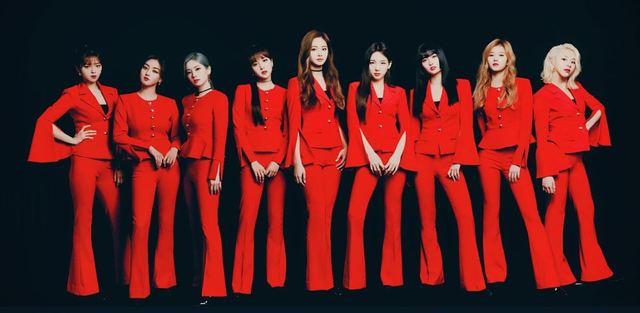 TWICE在第二天的演唱會穿上紅色緊身服裝。(圖/TWICE 推特)
