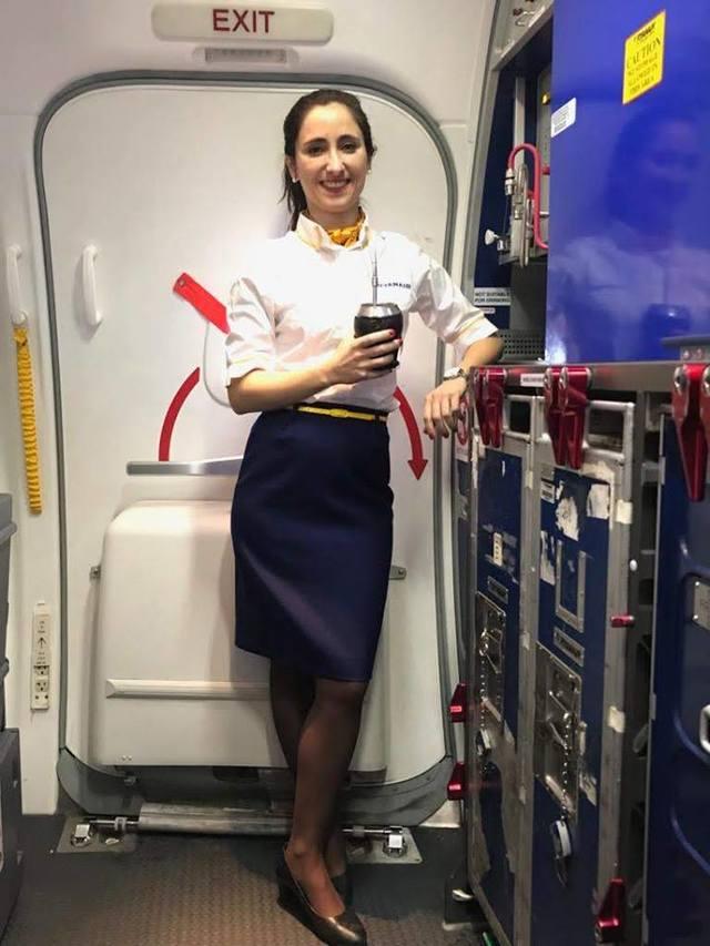 英國女同志遭毆濺血 「仍會勇敢堅持性向」   吉摩內特的工作是一名空姐。(翻攝自Melania Geymonat臉書)