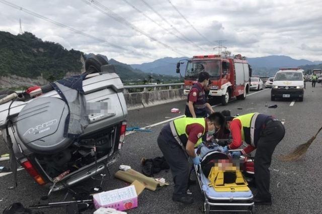 休旅車國道自撞翻滾 釀1死2傷悲劇  