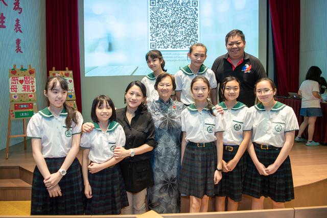 復興實驗高級中學董事長李尹緒瑛與本活動老師及參加的小學生們合影