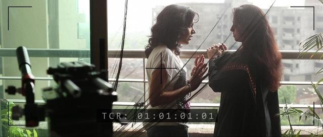 「KASHISH印度孟買酷兒影展精選」多部獲獎影片免費看-女演員愛上同戲女星在《她和她的吻戲》。