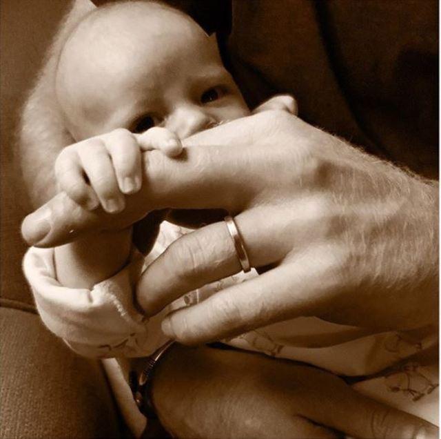 哈利王子與王妃梅根的第一個孩子亞契。(翻攝自哈利王子與王妃梅根的官方Instagram)